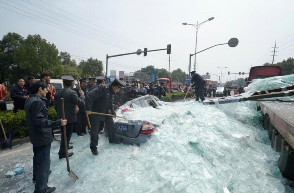 b6975f20-d7ba-11e4-90c8-3f7219dfb81d_CEN_GlassAccident_01.jpg